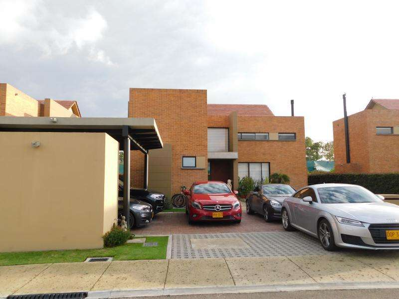 Casa En Venta En Chia Hacienda Fontanar Cod. VBAAV100124