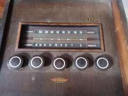 COMBINADO CON RADIO Y  BANDEJA   GIRADISCOS