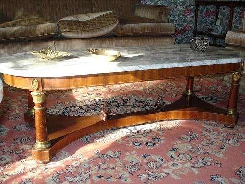 Juego de mesas en madera y marmol