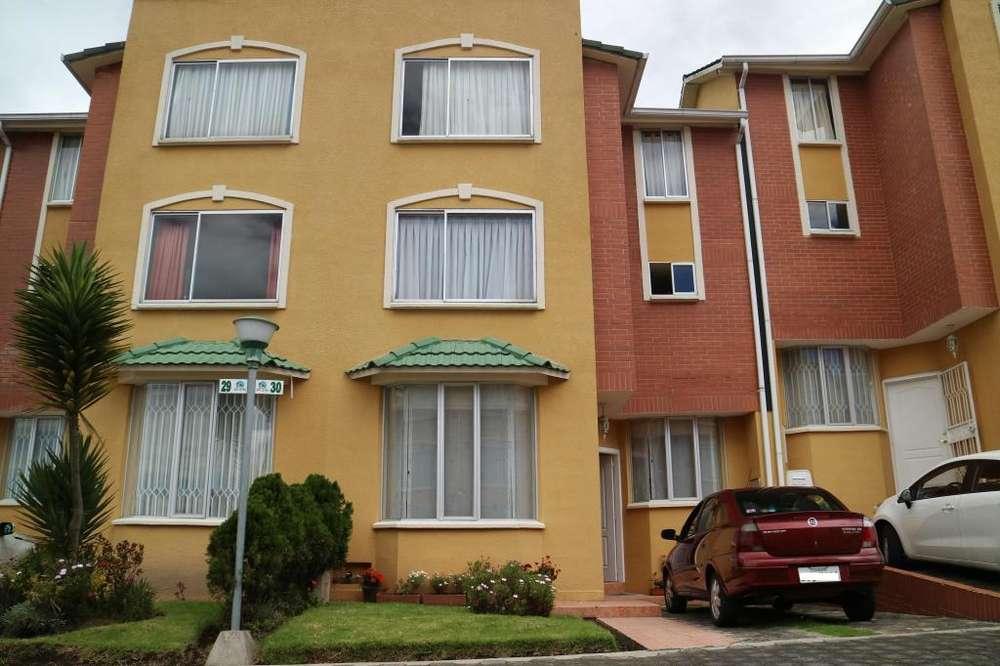 Se arrienda casa 3 dormitorios con bonita vista en excelente ubicación