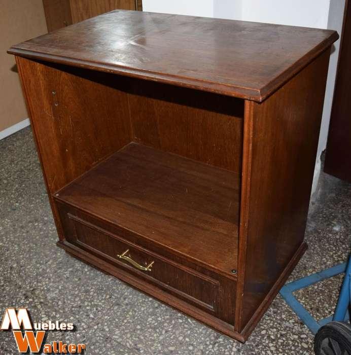 Mesa TV de roble lustrado con un cajón