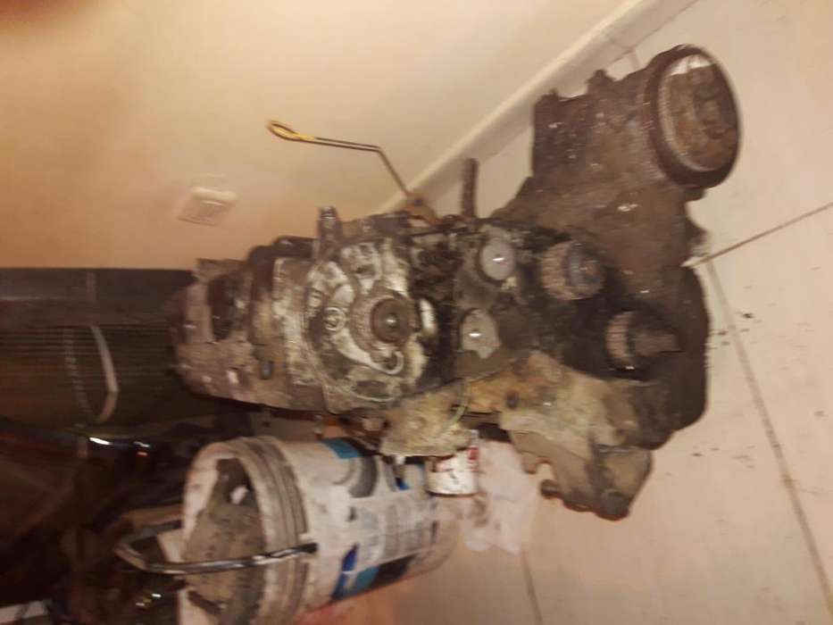 motor con caja nissan vanette mec 2003 1.8 inyectado completo
