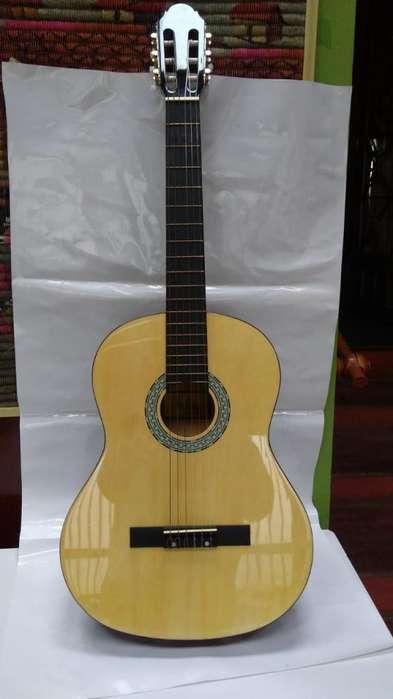 ven cambio guitarra española sevillana en muy buen estado