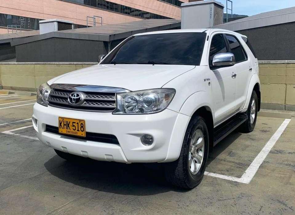 Toyota Fortuner 2011 - 157000 km
