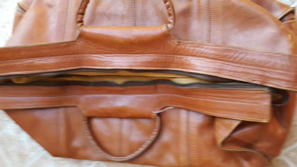 Bolso de viaje de mano todo cuero, detalle en el cierre