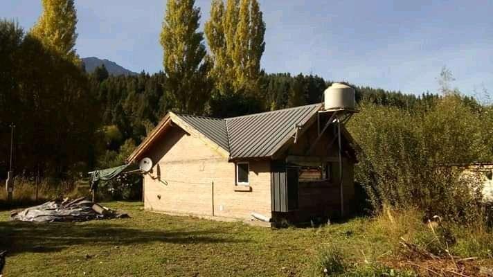 Casa con <strong>terreno</strong> en lago puelo