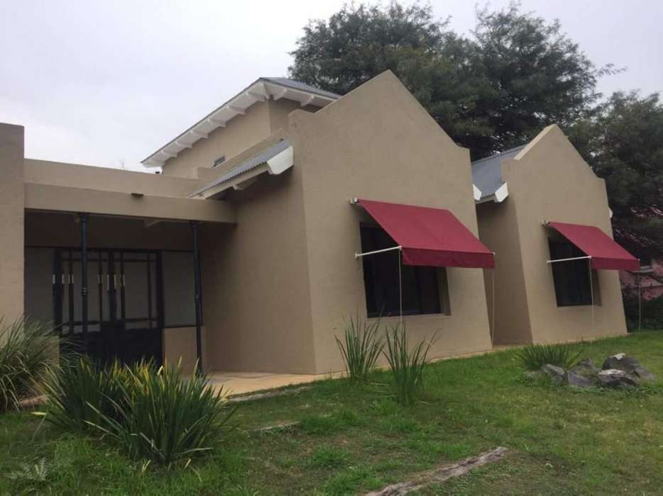 Alquiler 4 dormitorios, 3 baños, Parquizaciones, Piscina, Lomas de los Carolinos 465mts2