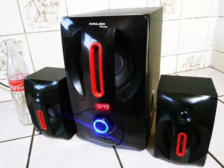 Woofer de 75Watts con Bluetooth, radio, Usb, y mas, buen estado.