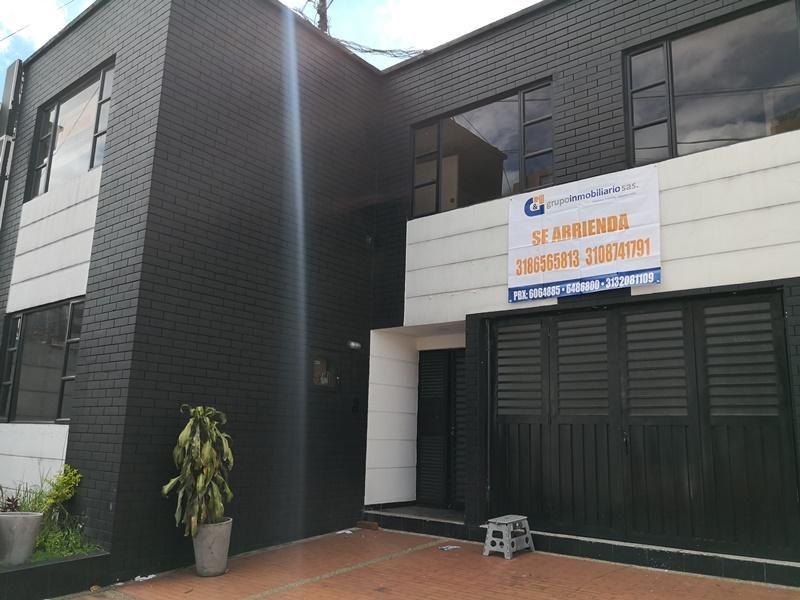 CASA COMERCIAL EN ARRIENDO LOS ANDES S443-1370