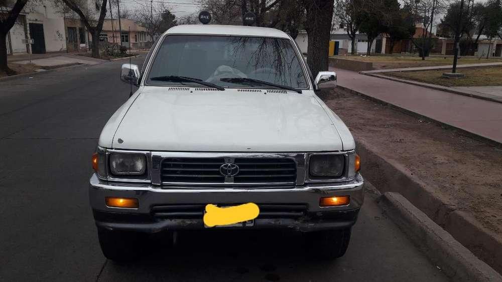 Toyota Hilux 1998 - 450000 km