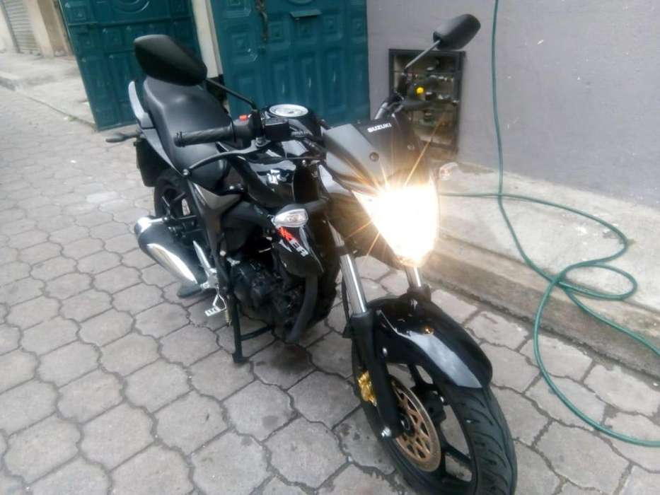 Moto Suzuki Gixxer 2018 negra
