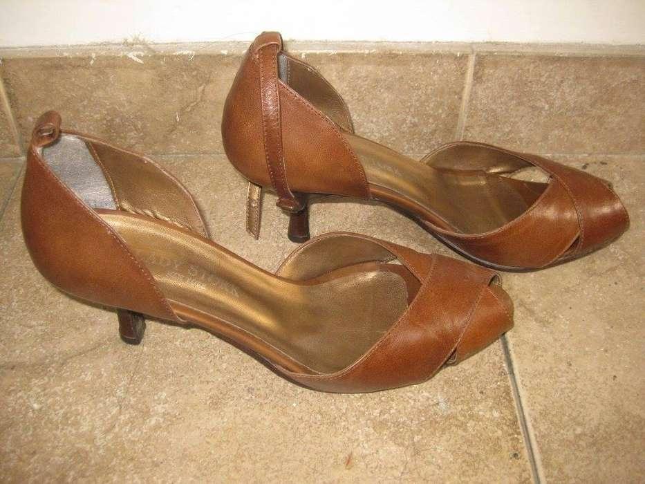 Zapatos LADY STORK color chocolate nº 38, con su crema para proteger