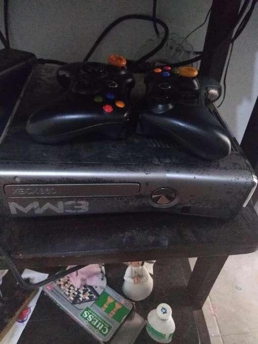 Se vende Xbox 360 dos controles y 34 juegos incorporados