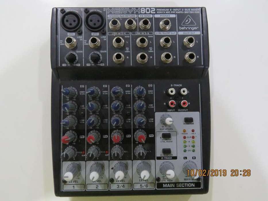 Mezclador de sonido Behringer XENYC802
