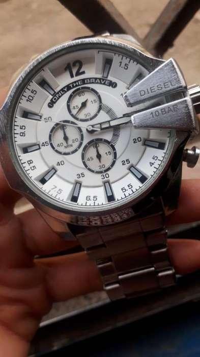 Reloj marca DIESEL semi-nuevo
