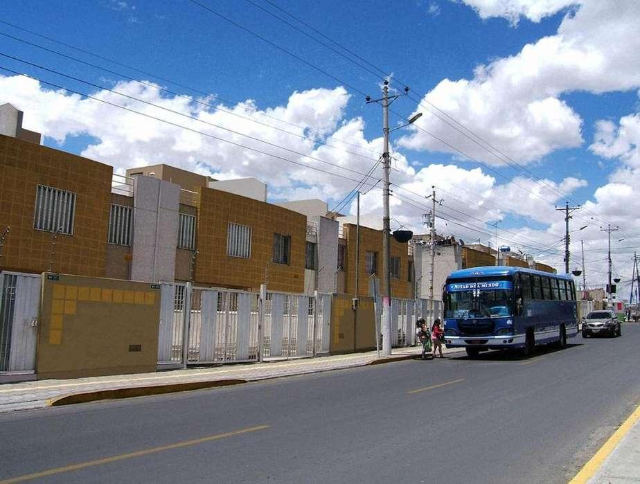Casa en la Mitad del Mundo, exterior con frente a calle Reino de Quito