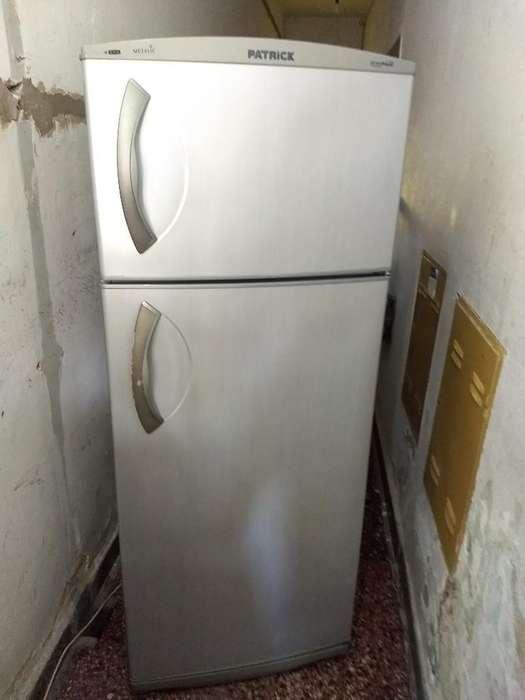 Heladera con Freezer Patrck Metalic
