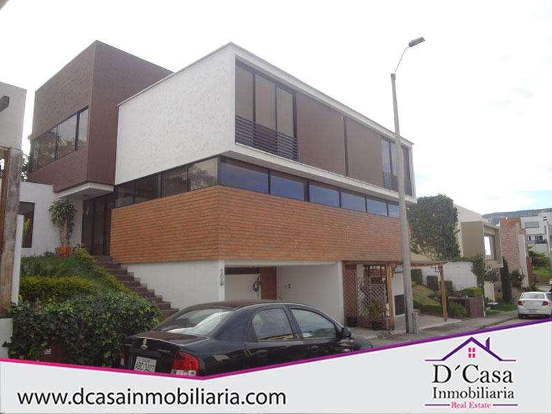 Casa de venta - Challuabamba, 3 dormitorios en Condominio.