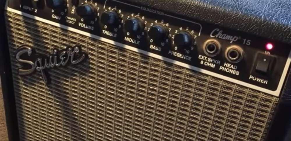 Amplificador de Guitarra Squier Champ 15