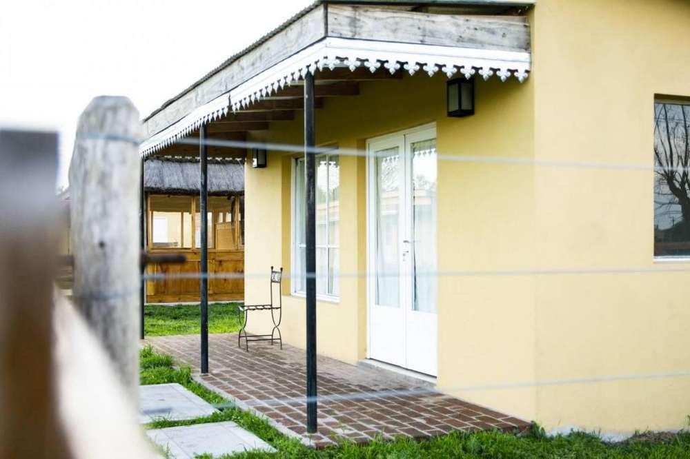 am88 - Hotel para 2 a 3 personas con pileta en Uribelarrea