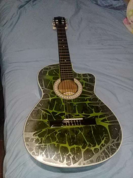 Hermosa Guitarra Acustica