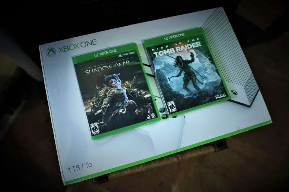 Xbox One S de 1 TB con Rise of the Tomb Raider y Middle-earth: Shadow of War