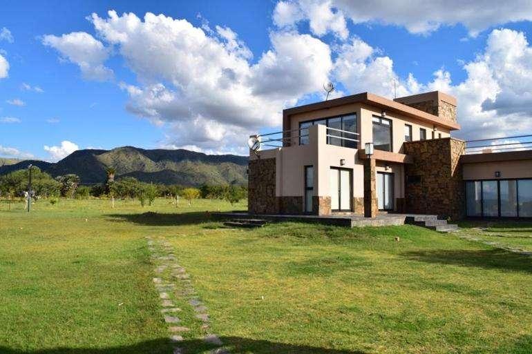 Vendo casa de 300 m2 en San Francisco del Monte de Oro, San Luis.
