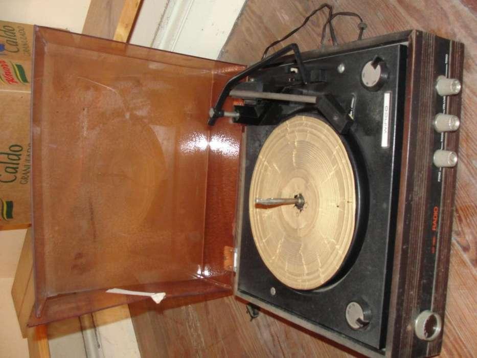Radio/tocadiscos winco.
