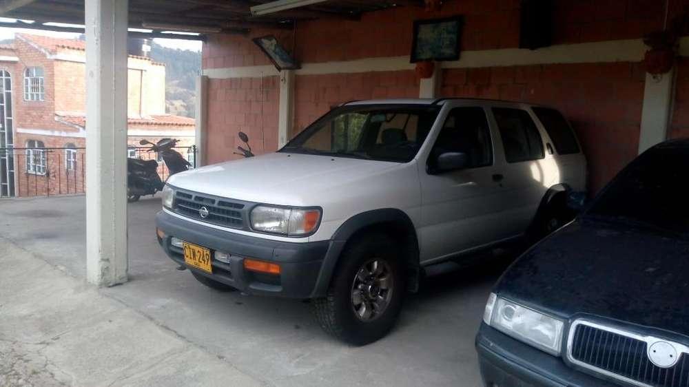 Nissan Pathfinder 1998 - 183000 km