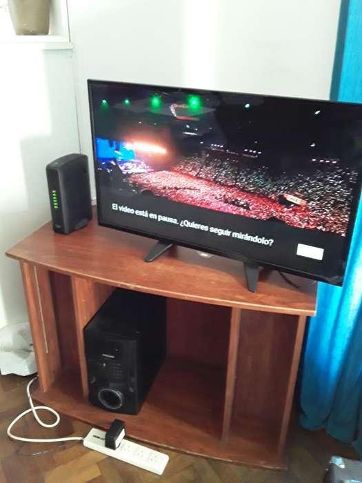 Tv Smart 32' Noc con Mueble Incluido