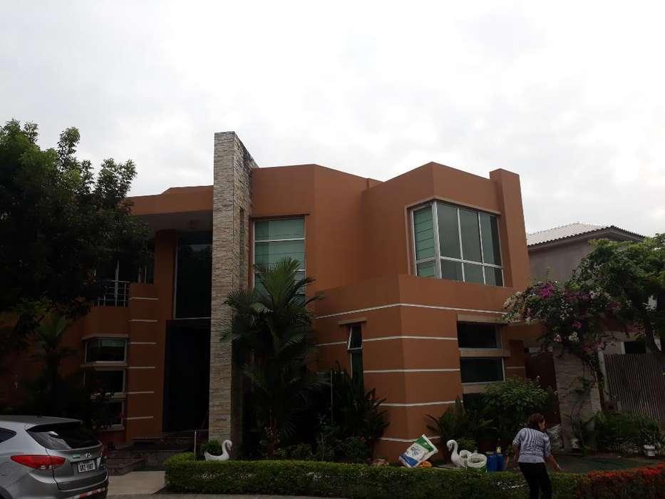 Se Alquila Villa Urb. Laguna Del Sol