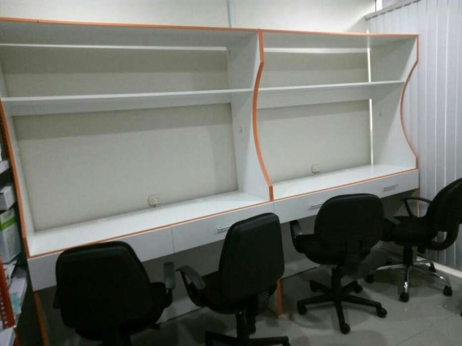 Mesa de Trabajo o cabina de internet