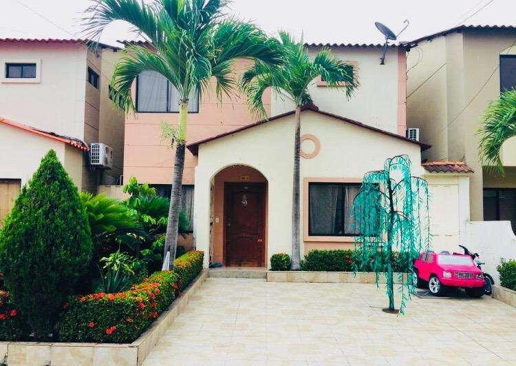 en Venta Casa 4 Dormitorios Villa Club