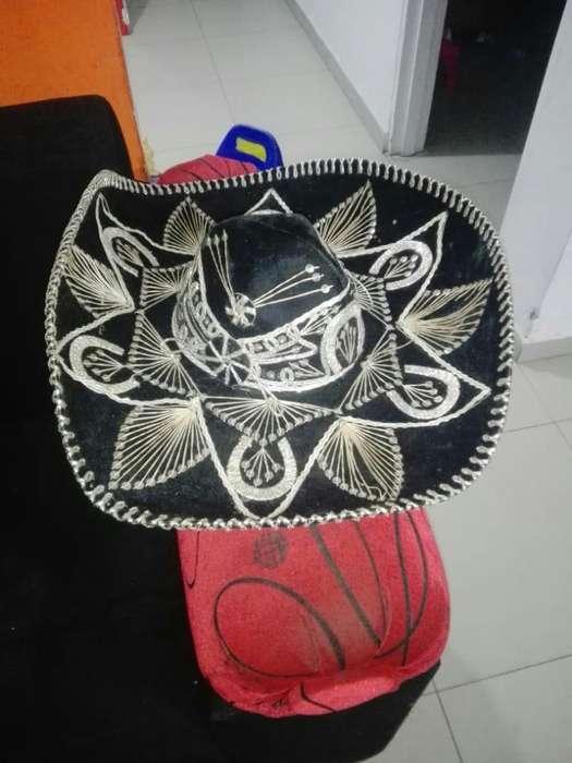 Vendo Sombrero Mariachi