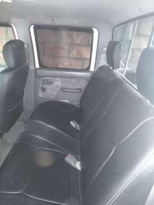 Nissan Frontier 2001 - 250000 km