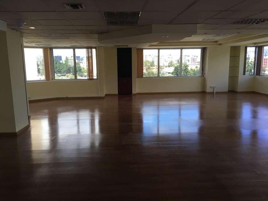 Arriendo Oficina de 364.60 m2 en la Av. Eloy Alfaro y Amazonas, frente a Petroecuador