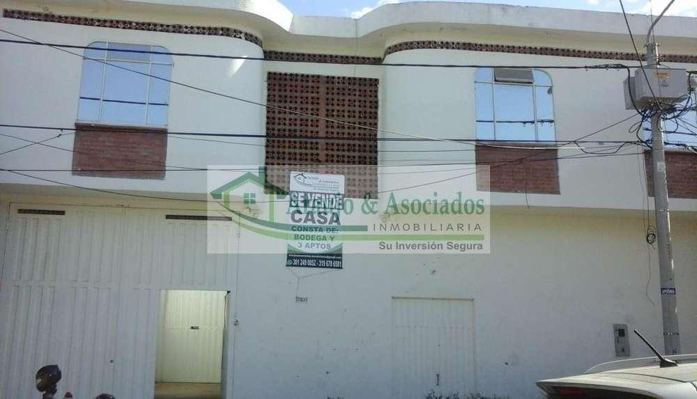 Vendo casa de dos plantas con Bodega y <strong>apartamento</strong>s Area: 498 M2 en Girardot