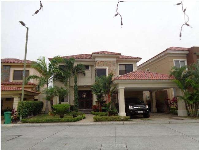 Casa en venta, Urb. <strong>estancia</strong> del Rio, Sanborondon, Guayaquil R.J.