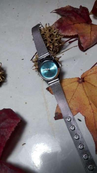 Reloj con Pila Incluida