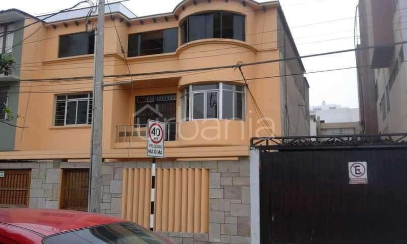 Alquiler de Amplia Casa Para Uso De Oficina!!! en Miraflores