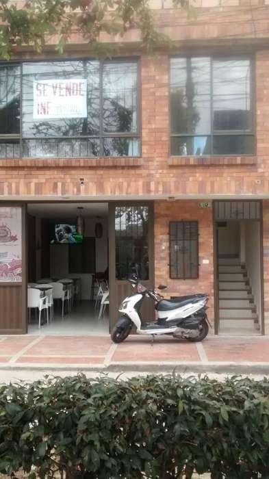 Casa comercial en Almendros de Suba, local arrendado, diseño moderno, lote de 72 m2