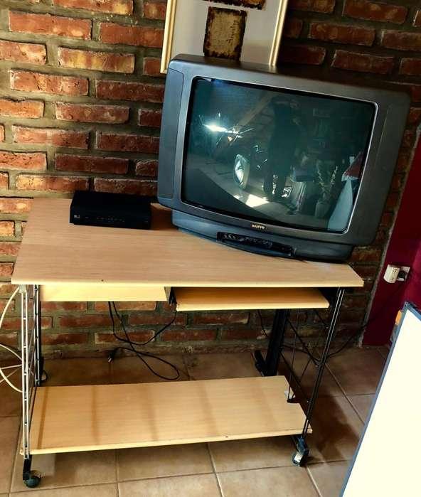 Hermosa, simple y cómoda mesa para PC