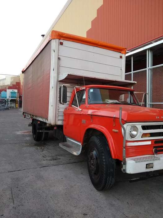 Camion Dodge 600