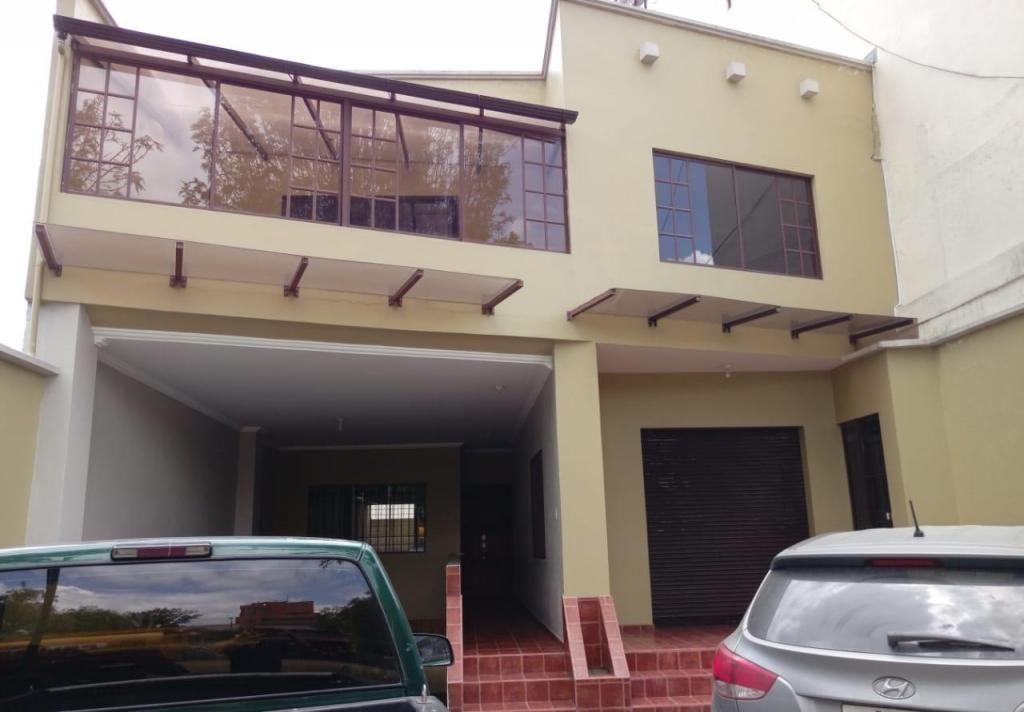 DE TRES PISOS, EDIFICIO EN VENTA, UBICADO EN ZONA COMERCIAL MJ1321