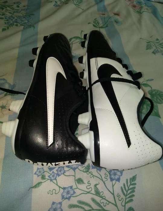 Vendo Pupos Nike Tiempo Nuevos talla 40