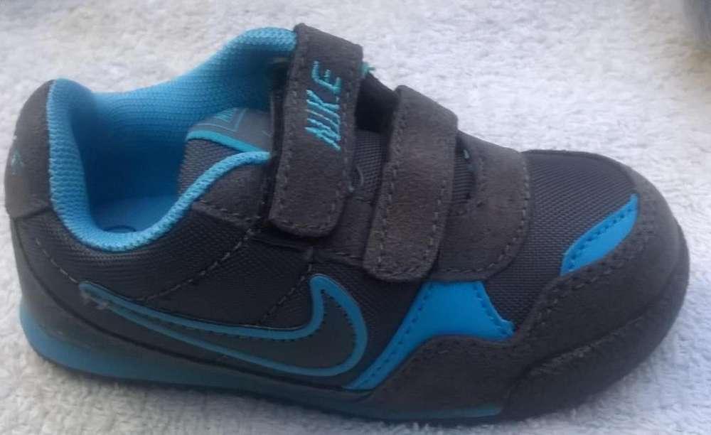 Zapatilla de Niño NIke de Color Gris con Azul Unicas Tallas Disponibles 19 y 23 Nuevas
