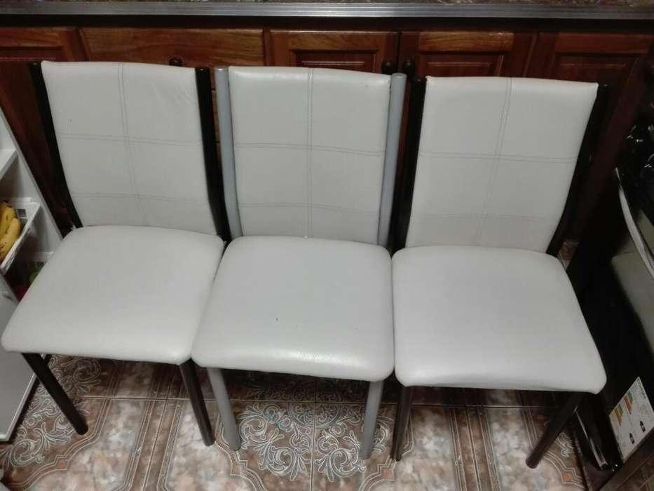 Vendo Mesa de Pino con <strong>silla</strong>s Tapizadas