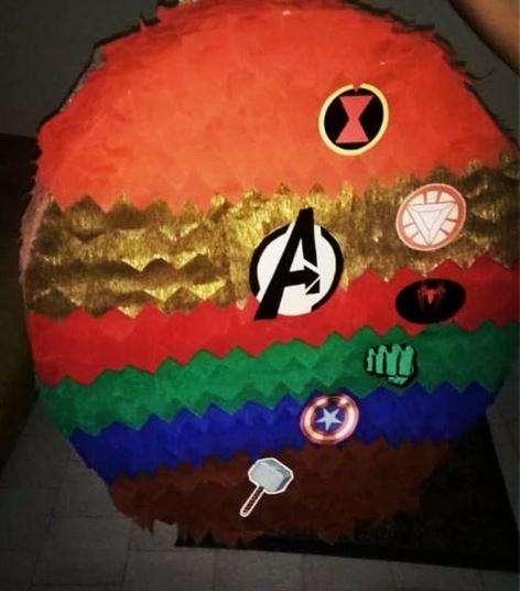 Piñatas personalizadas, invitaciones, decoración de fiestas infantiles y más.