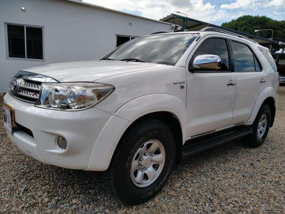 Toyota Fortuner 2011 - 90035 km