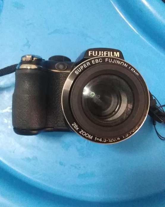 Cámara Fujifilm Finepix S4400